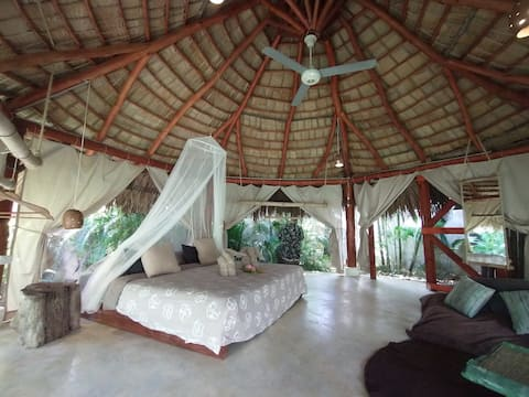 Dream Jungle Glamping Bohio. 2 min. walk to BEACH.