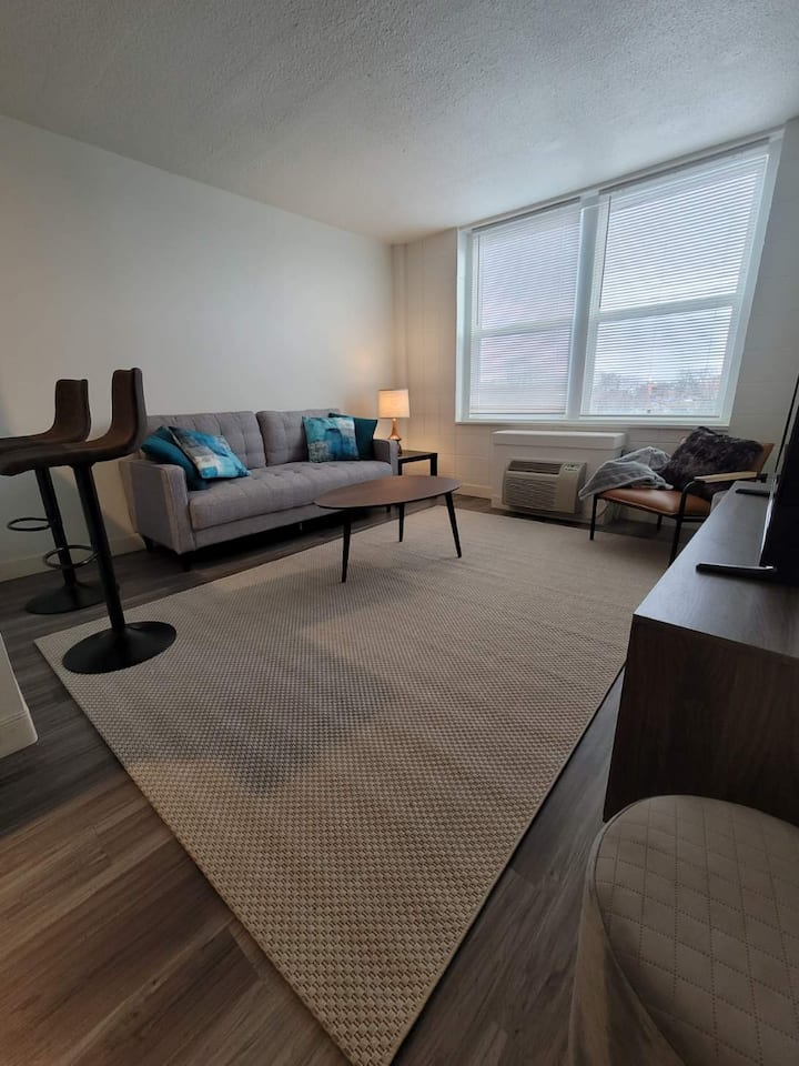 Newly Renovated Single Bedroom WiFi, FREE Parking