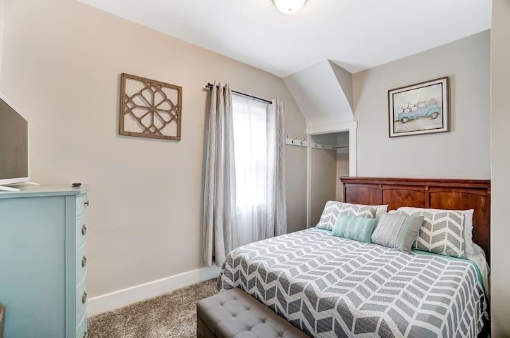 "Downstairs bedroom featuring 1 queen bed and 32"" Smart TV. Sleeps 2."