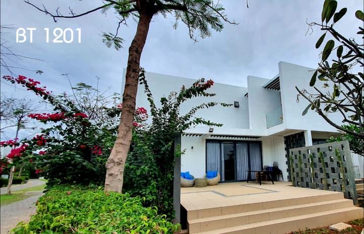 Bali Oceanami Villa, 4BR, near Beach(50m),fullserv