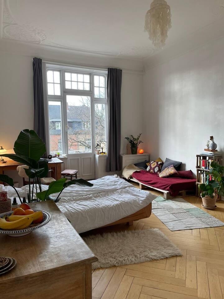 Wunderschönes Altbauzimmer mit privatem Balkon