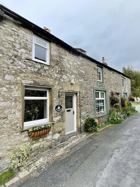 Traditional 2 bed Yorkshire Dales cottage