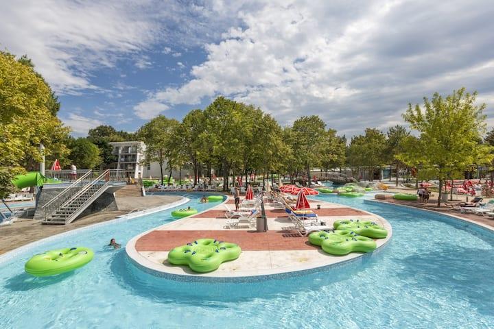 Green Vacation & Aqua Park Villa