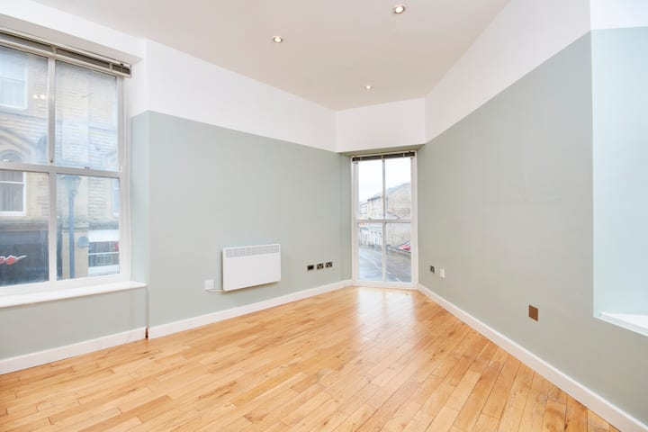 NEW FURNITURE COMING - Stunning Central Apartment