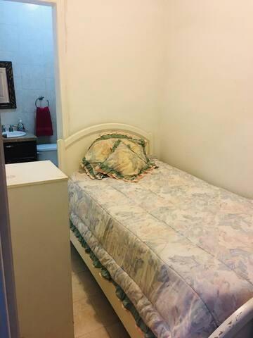 recamara 4 cuarto de servicio (cama individual) con baño completo