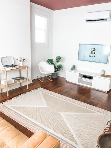 Lil' Pinky- Trendy and Charming Apartment