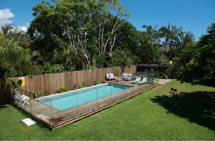Beach House Dream - Charming with Resort Pool
