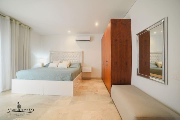 Habitación principal con cama King en tercer nivel