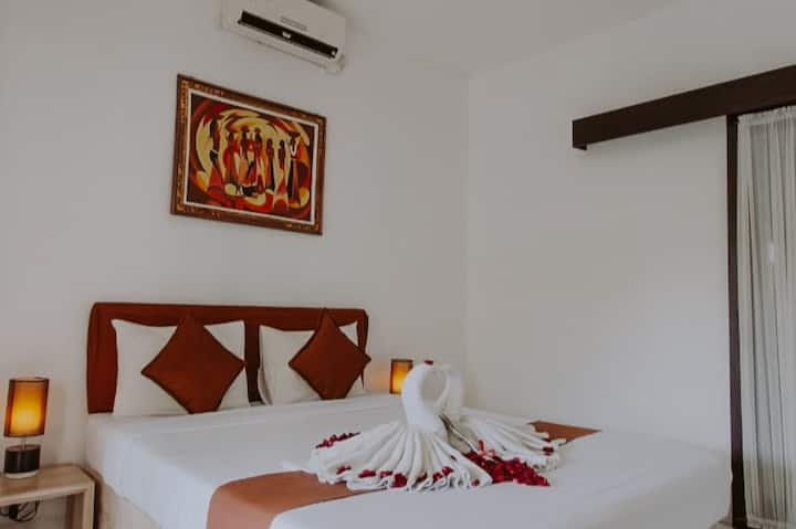 Cozy standard room w/pool access near Bali Airport