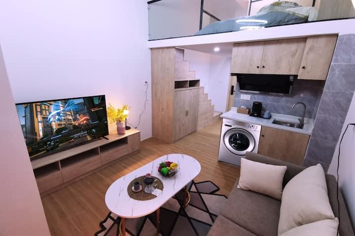 临近华为,天安云谷,岗头发展大厦,翰煜精装loft复式公寓,有地铁10号线,交通便利  娱乐购物便利
