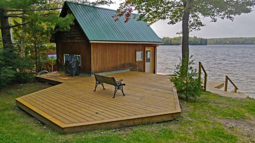 Boathouse is a luxurious 5th bedroom in the summer/fall season