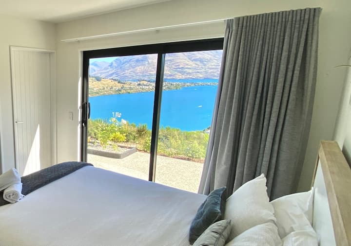 Fantastic View- Ensuited QB room with own entrance