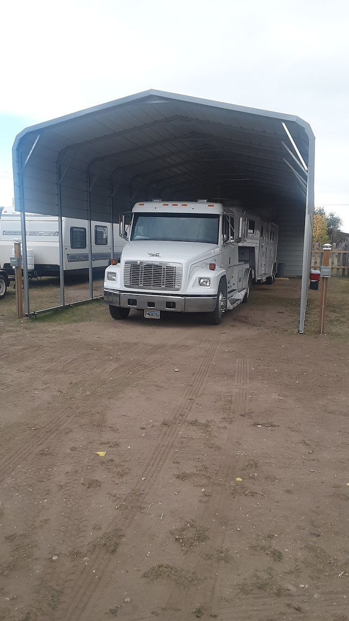 Best Little Horse House in Wyoming w/RV spaces