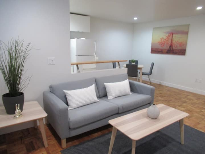 1BD/1BA Superb Apartment in Koreatown by JBYT