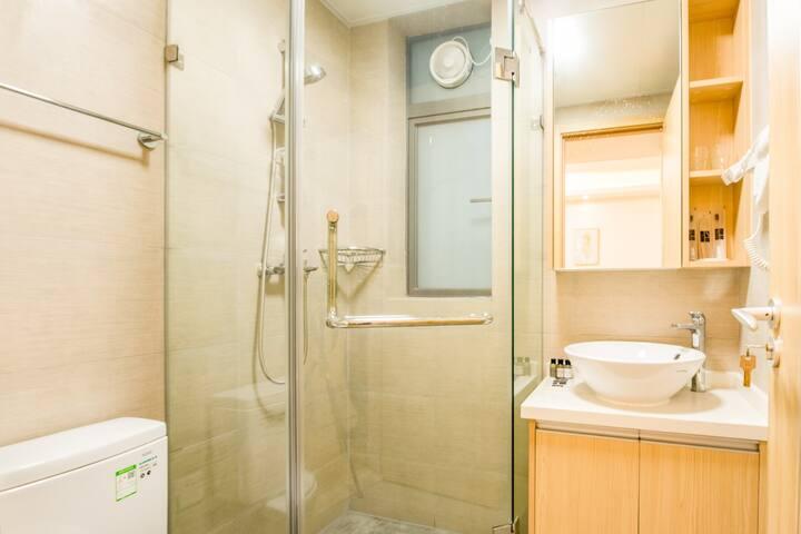 豪华一房一厅带阳台|可做饭洗衣服|免费停车|中山北站附近|石岐8分钟车程|湿地公园旁