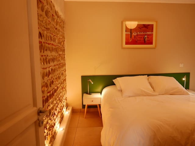 """La chambre """"Vert Anglais"""" équipée d'un lit de 160x200 pouvant être séparé en deux lits simples de 80x200"""