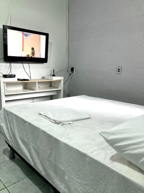 Casa com 2 quartos, Wi-fi, TV, banheiro e cozinha