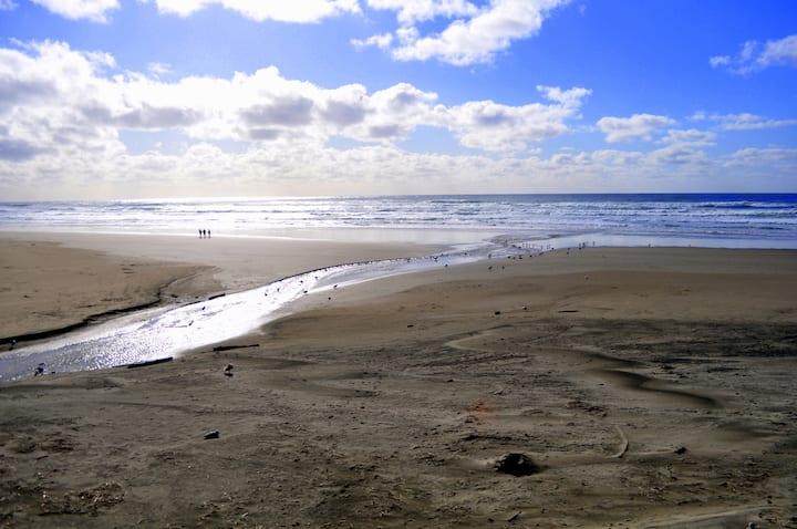Rockaway Oceanfront Beach Pleasure - Nice!