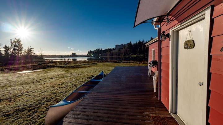 Private Quiet Waterfront Cottage w/Deck & Carport