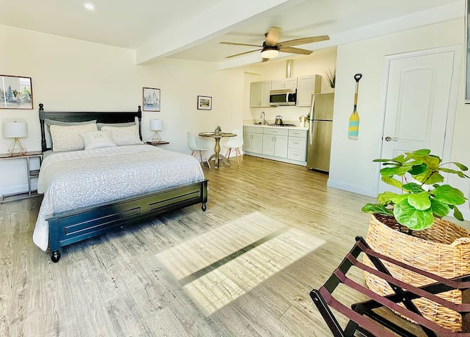 Clean and spacious studio with high speed WIFI, Smart TV, kitchenette and full bathroom.