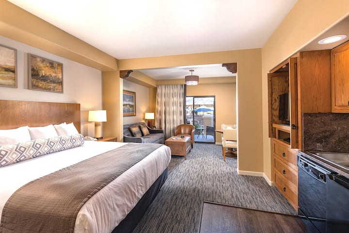Studio Suite at Lush Phoenix Golf Resort!