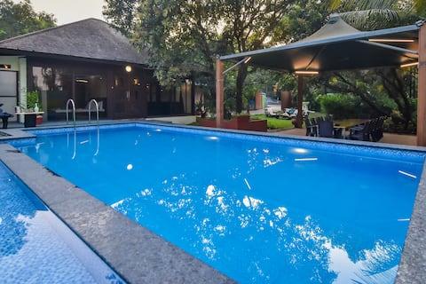 EKOSTAY | Bali Style Villa- Next to Mandwa Jetty