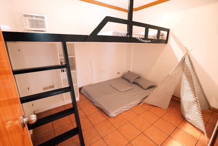 2nd Floor, Mat's Room