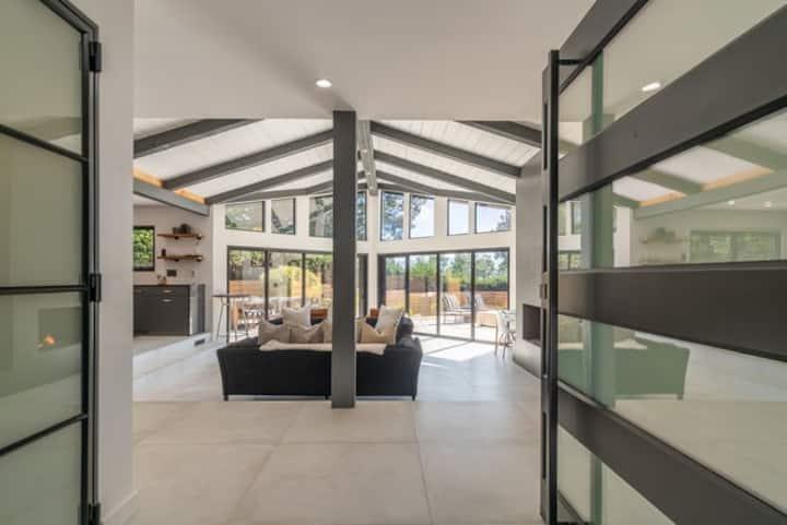 Newly Remodeled Mid-Century Modern Carmel Escape