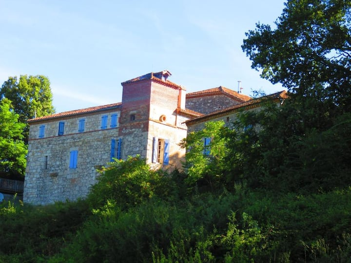 Beautiful house with valley views in Castelsagrat