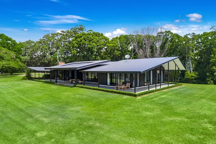 Newly-Built Contemporary Hinterland Stay in Byron
