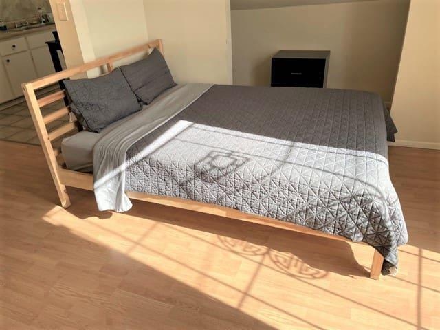 Bed #1 - Queen Bed