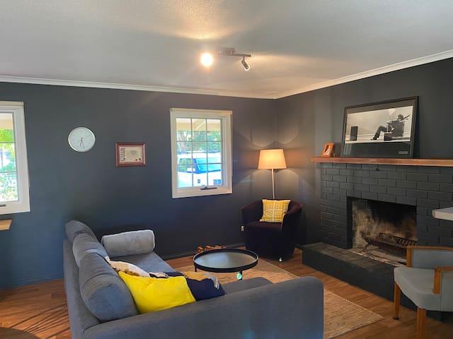 Living room/ fireplace