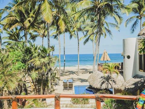 Beachfront Bungalow Lolita with tropical garden