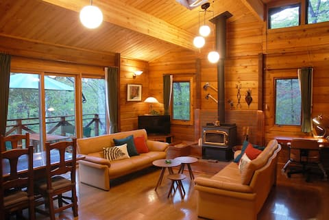 Prime Cottages LOG CABIN 2 bedrooms fireplace WiFi