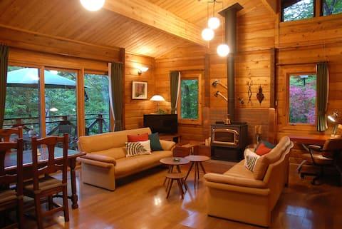 Prime Cottages LOG CABIN 2 bedrooms fireplace WiFi
