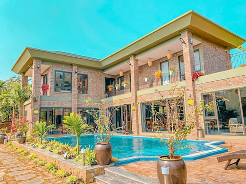 The Bright House Villa - 4-bedroom Luxury Villa