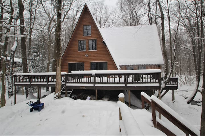 Laurel Creek Cabin--Luxury Cabin w/ Hot Tub