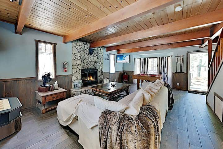 Two cabin, 4 bed family retreat near all amenities