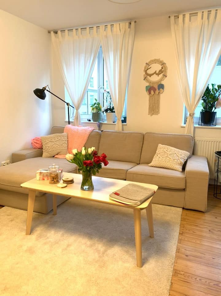 Shiny new single room with 6 min to heart München
