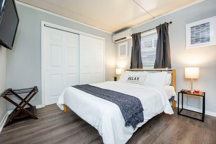 Comfy Old North Getaway   ♛Queen Bed, Free Parking
