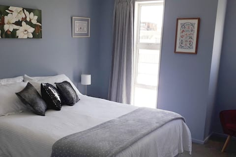 Comfy Private Room in Hokitika, 'Cool Little Town'