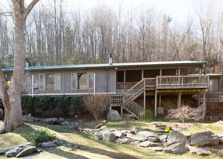 Cozy Riverfront Duplex Near Town and Ski Mountains