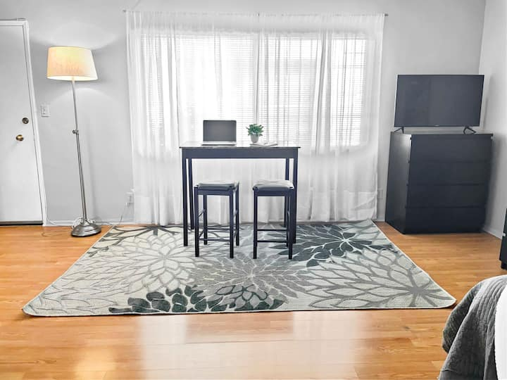 NEW! Work or Play in Comfy n Cozy Apt Culver City