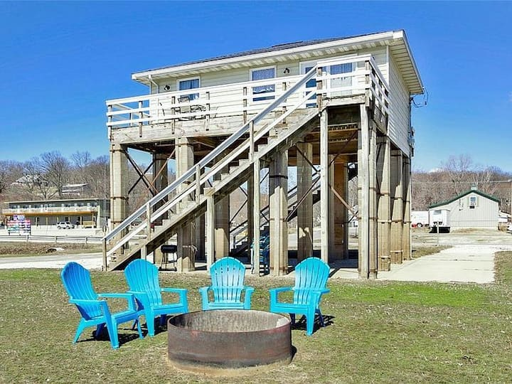 Adorable River Front Rental! Perfect location!