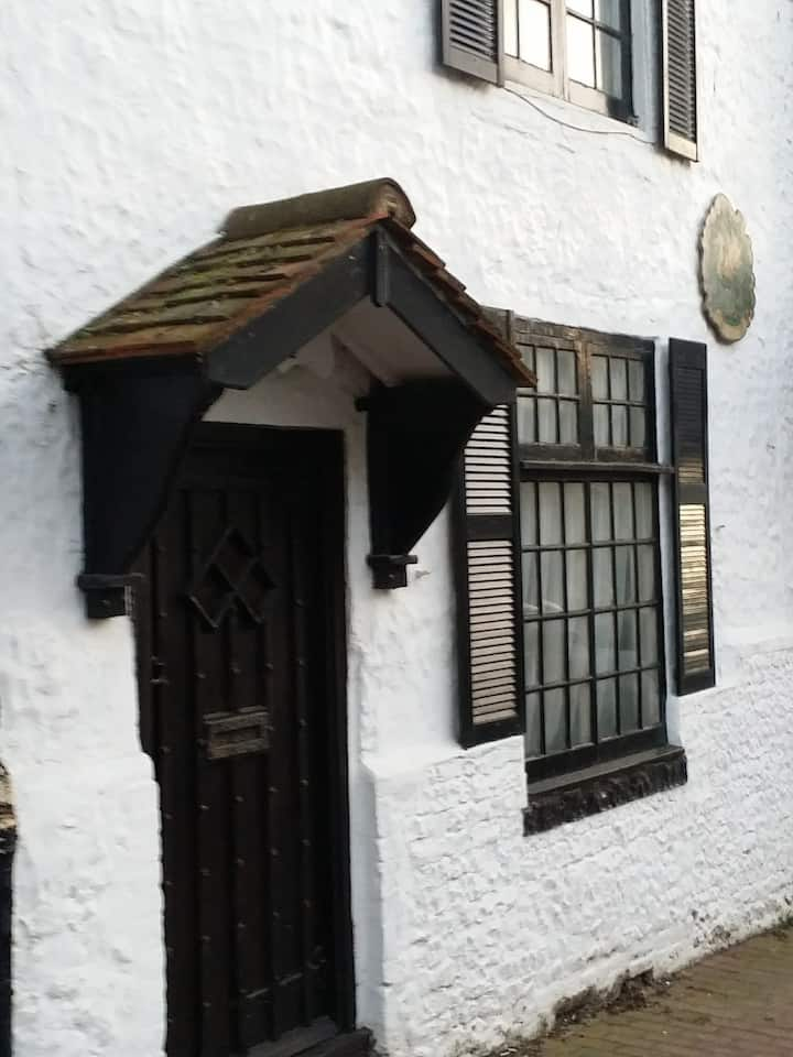 The Crooked Cottage - Seaside living