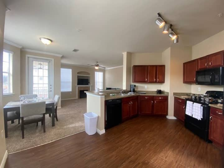 2BR 2 BATH FURNISHED - Great Location - 23