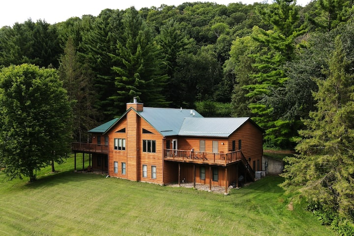 Koinonia Lodge - in private 600-acre valley