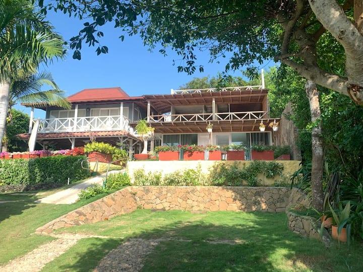 Beautiful Private 3 BR Villa