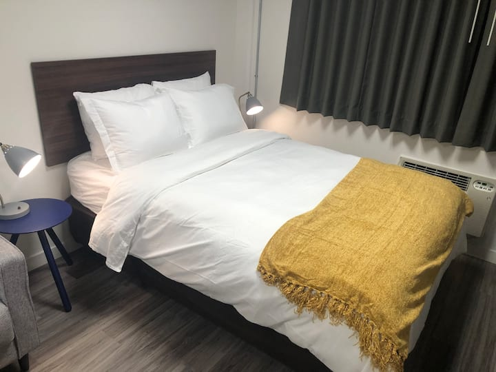 Newly Renovated Micro Unit WiFi, Parking, CableTV