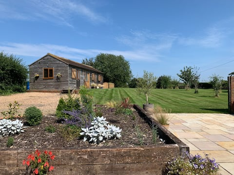 The Stables - Pretty bungalow in rural setting